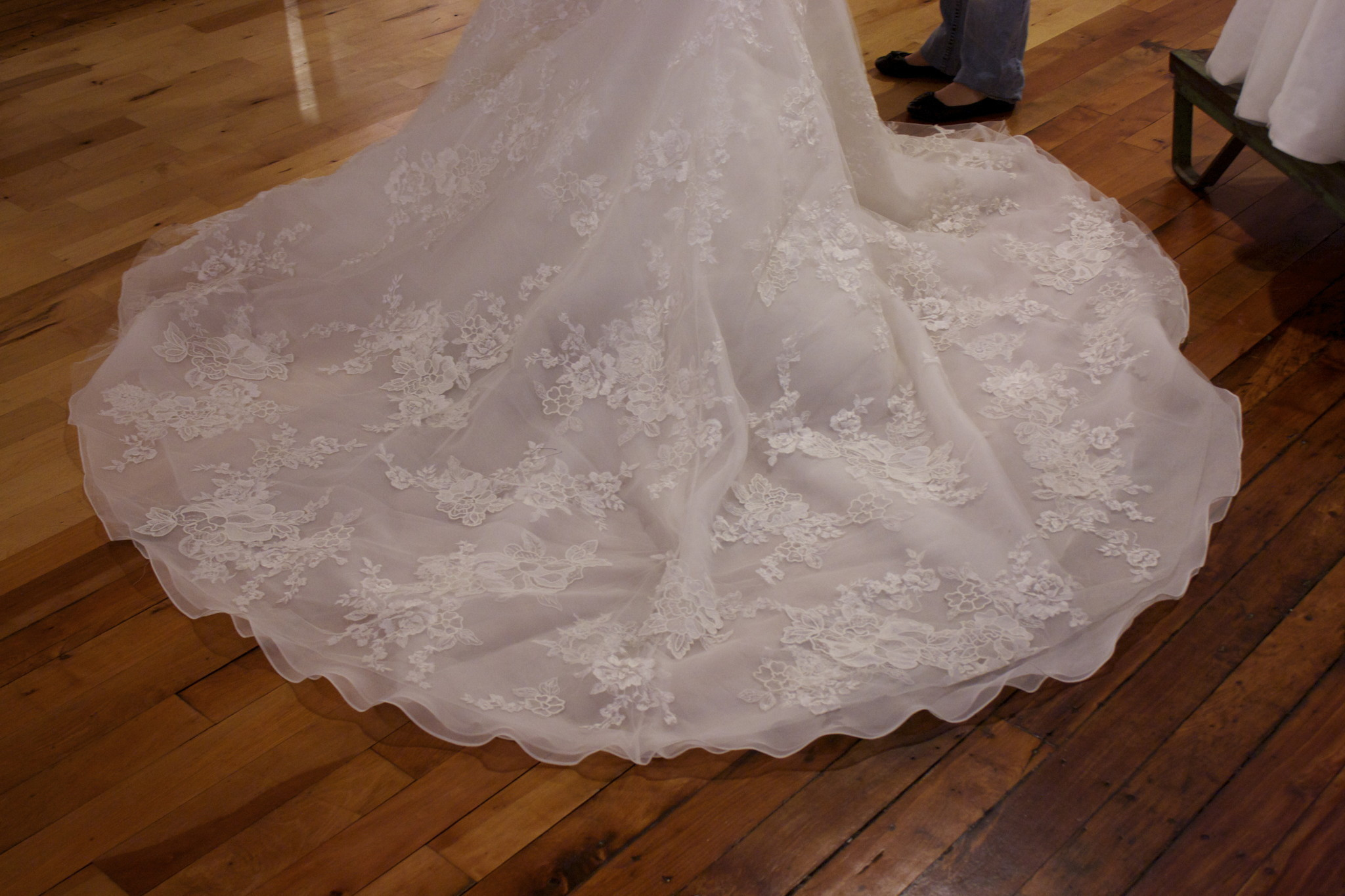 Pictures operation wedding gown hartford courant for Free wedding dresses for military brides