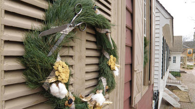 Natural Christmas decorations at Colonial Williamsburg