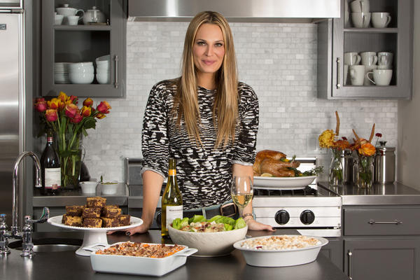 Molly Sims makes family recipes for Thanksgiving parties.