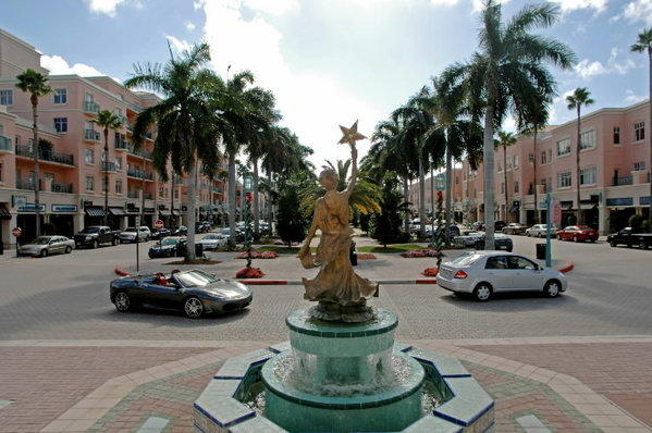 Mizner Park's success is one element of the momentum that's building toward Boca Raton's first downtown hotel, downtown officials say.