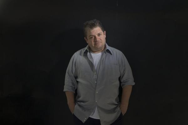 Actor-comedian Patton Oswalt will host the 2014 Film Independent Spirit Awards.