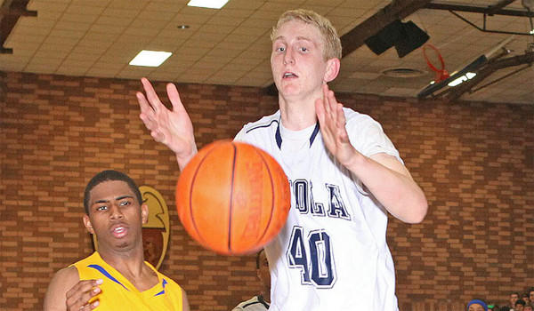 Los Angeles Loyola's 7-foot center Thomas Welsh has committed to UCLA.