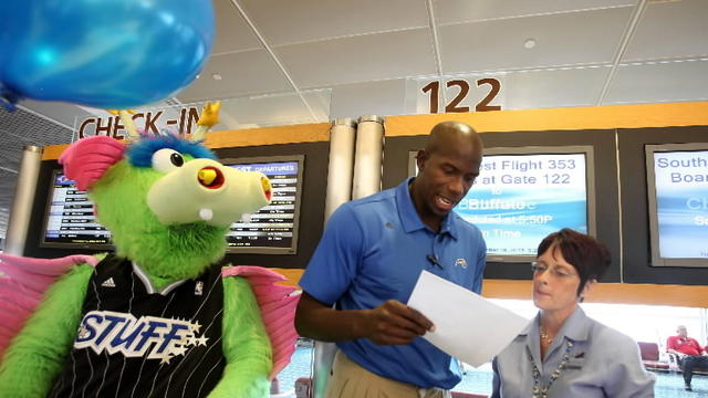 Orlando Magic trades places with Southwest Airlines crew
