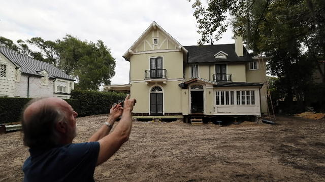 Capen House moved across lake to Polasek Museum