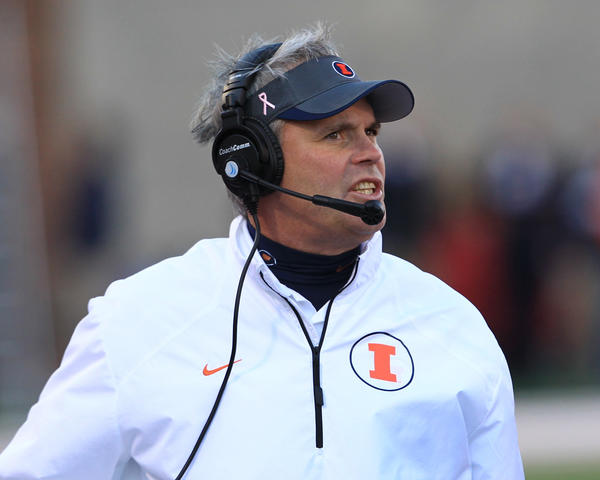 Illini coach Tim Beckman on the sidelines during the second half against Michigan State.