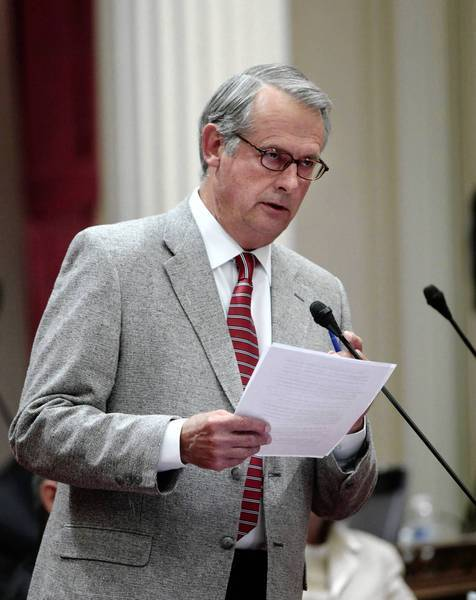 Hemet Republican Bill Emmerson says he is resigning from his Senate seat effective Dec. 1 because of his frustration with political polarization in the California Legislature.