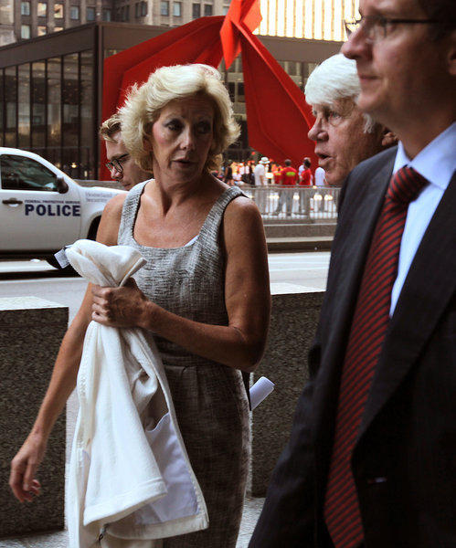 Oakbrook attorney Kathleen Niew leaves the Dirksen U.S. Courthouse after posting bond.