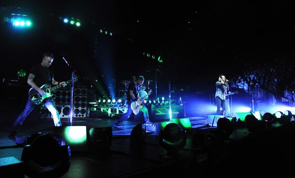 Pearl Jam, shown in October on the Brooklyn stop of the band's Lightning Bolt tour, will perform at the Sports Arena on Saturday and Sunday, with union stagehands picketing the use of nonunion crews at the shows.