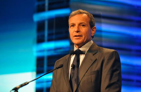 Disney CEO Bob Iger accepts UCLA 2013 John Wooden Global Leadership Award