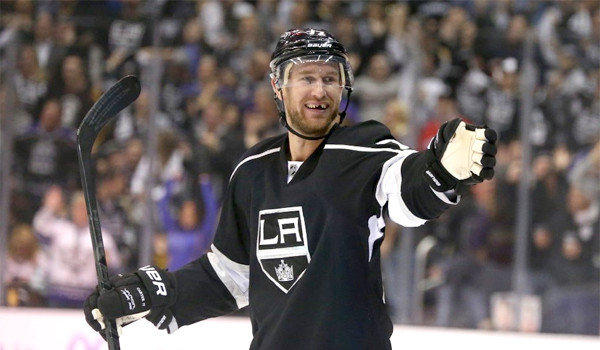Kings forward Jeff Carter, who has missed nine games because of a lower body injury, skated with the team in full practice for the first time Friday.