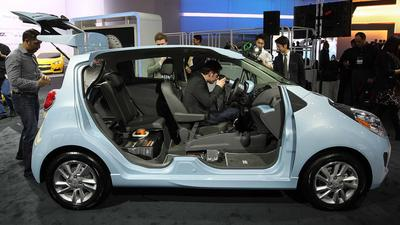 Car aficionados test-drive latest models at the L.A. Auto Show