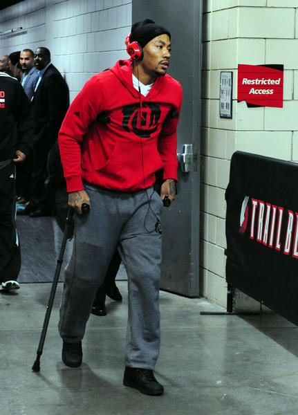 Nov 22, 2013; Portland, OR, USA; Chicago Bulls point guard Derrick Rose (1) walks out of the Moda Center on crutches after being injured in the game against the Portland Trail Blazers. The Blazers won the game 98-95.