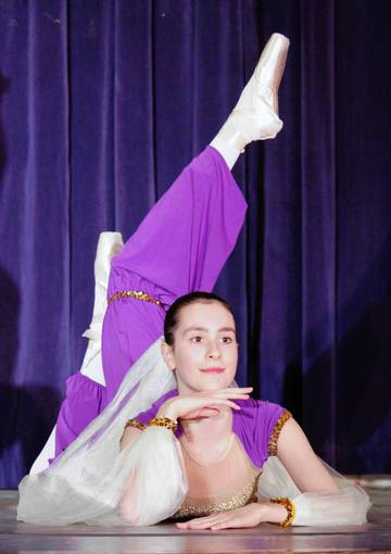 Elizabeth Terman, 16, ends a ballet performance onstage at Ravinia Elementary School with a motionless pose.