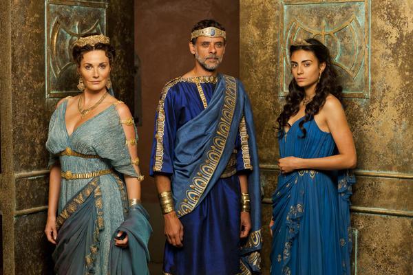 "Scene from the BBC series ""Atlantis"" with Pasiphae (Sarah Parish), Minos (Alexander Siddig) and Ariadne (Aiysha Hart)."