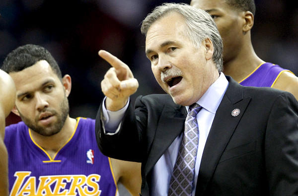 Lakers Coach Mike D'Antoni talks to point guard Jordan Farmar in the first half of game against the Pelicans earlier this month in New Orleans.
