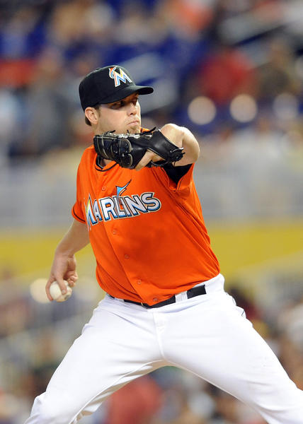 The Marlins did not offer contracts to right-hander Ryan Webb or outfielder Chris Coghlan before Monday's midnight deadline, making them free agents.