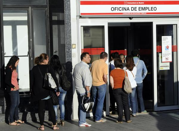 Spain unemployment drops slightly