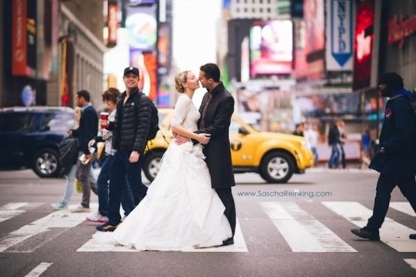 Zach Braff photobombs a newlywed couple in New York City.