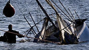 Video: Recovering Sunken Sailboat