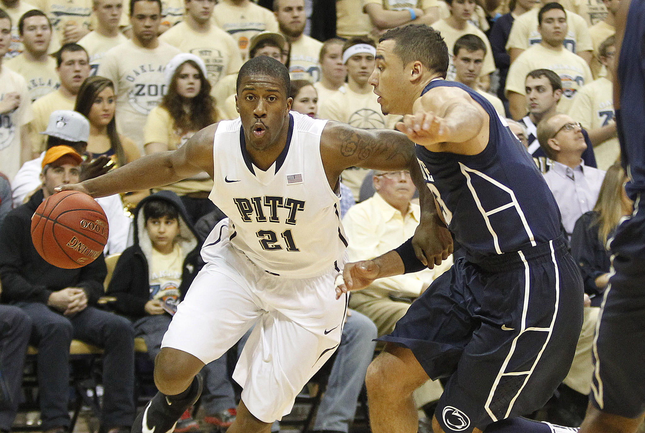 Pittsburgh's Lamar Patterson drives to the basket against Penn State's Ross Travis during the first half.