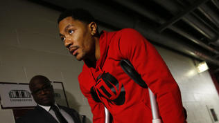 Injured Derrick Rose discusses injury