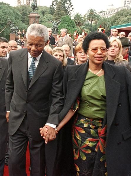 Then South African President Nelson Mandela and his wife Graca Machel walk away after placing flowers at the monument to Argentine national hero Libertador San Martin in Buenos Aires in this July 23, 1998 file photo. Mandela died peacefully at his Johannesburg home on December 5, 2013 after a prolonged lung infection, President Jacob Zuma said. Mandela, the country's first black president and anti-apartheid icon, emerged from 27 years in apartheid prisons to help guide South Africa through bloodshed and turmoil to democracy. REUTERS/Enrique Marcarian/Files (ARGENTINA - Tags: POLITICS OBITUARY) ** Usable by BS, CT, DP, FL, HC, MC, OS and HOY **