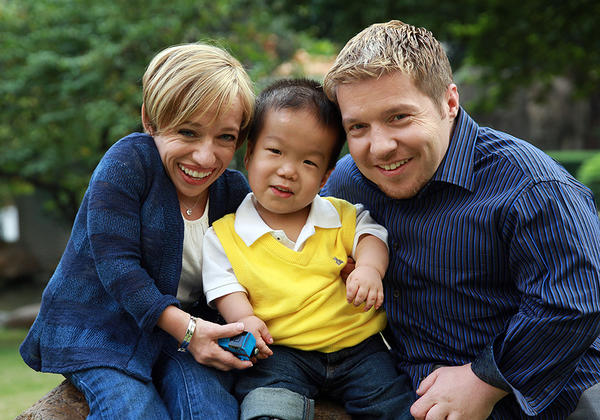 "Dr. Jennifer Arnold and Bill Klein of TLC's ""The Little Couple"" with their adopted son Will."