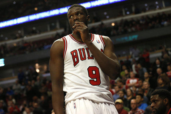 Luol Deng leaves the game in the third overtime of the Chicago Bulls' 131-128 loss to the New Orleans Pelicans at the United Center Monday.
