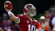 AJ McCarron of Alabama wins 2013 Johnny Unitas Golden Arm Award [Video]