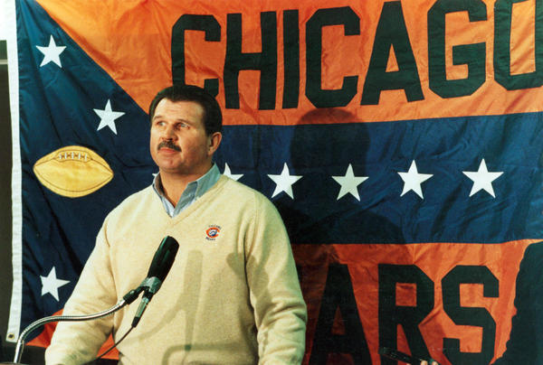 Chicago Bears coach Mike Ditka holds a press conference, circa 1987.