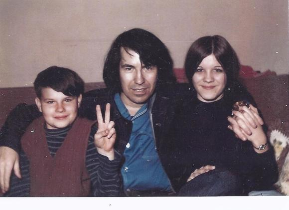 Link Wray, center, with son Link Wray III and daughter Be