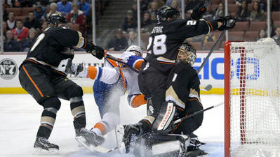 Corey Perry lifts the Ducks' spirits in 5-2 win over Islanders