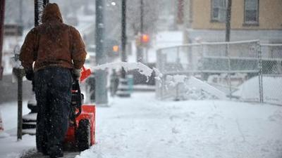 Early snowfall stalls commuters