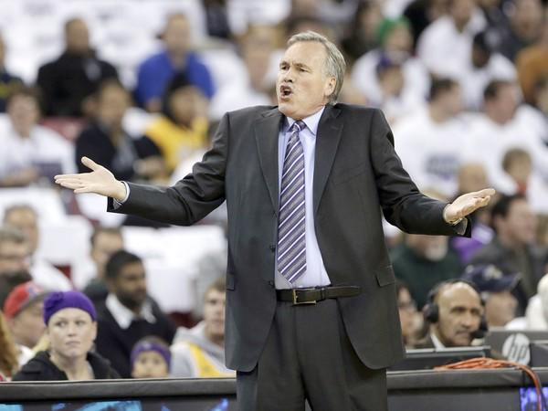 Lakers Coach Mike D'Antoni questions a foul call during a game against Sacramento on Dec. 6.