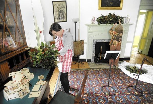 Homeland Garden Club decorates Homewood House for the holidays ... on