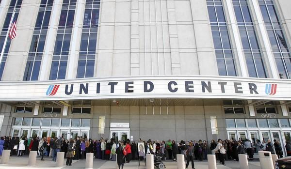 United will keep its name on the United Center for 20 more years.