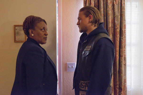 "CCH Pounder as D.A. Thyne Patterson and Charlie Hunnam as Jackson 'Jax' Teller on the season finale of FX's ""Sons of Anarchy."""