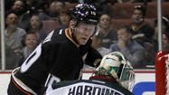Ducks' Corey Perry extends scoring streak in 2-1 win over Wild
