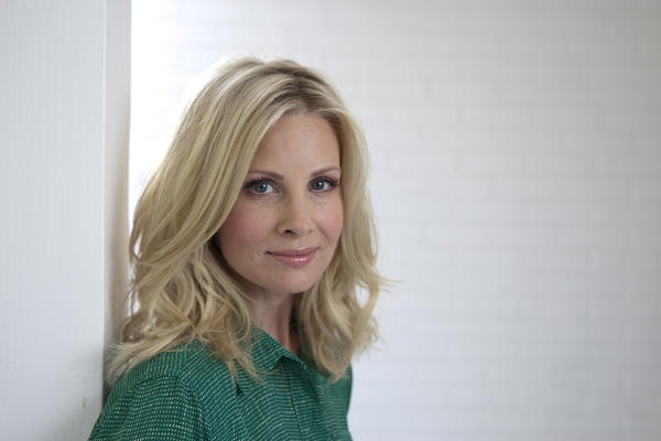 "Monica Potter was nominated for ""Parenthood"" the same day she celebrated her 10th wedding anniversary."