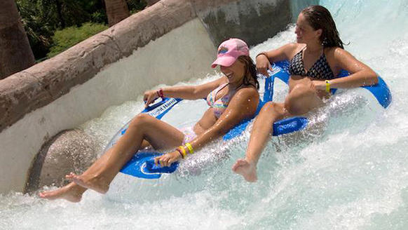 The Midwest water park chain plans to open a $500-million resort with a rapids river, surfing simulator, swim-up bars and other signature attractions found at other Schlitterbahn parks.