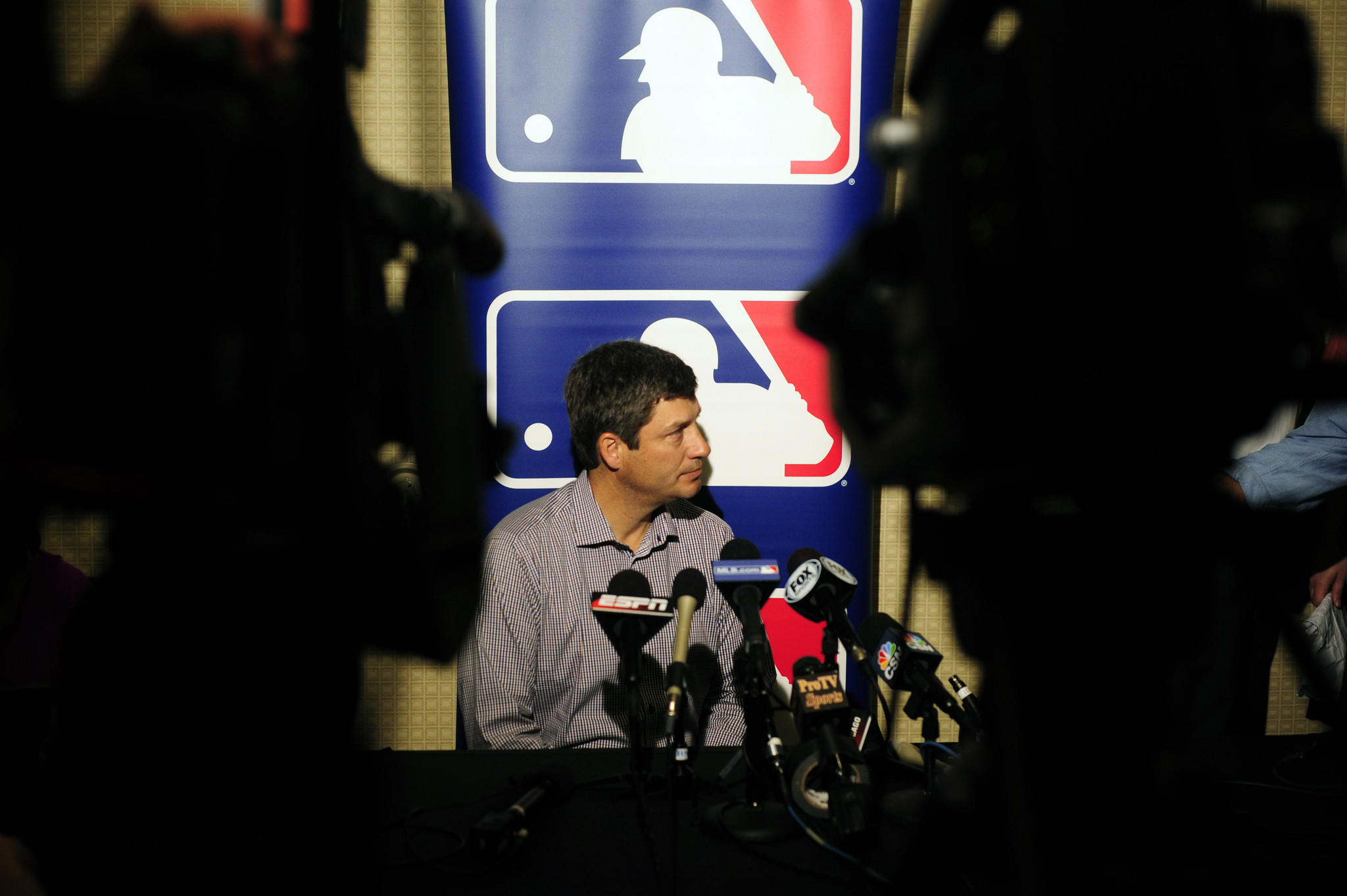 White Sox manager Robin Ventura talks with reporters during the winter meetings.