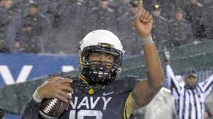 Keenan Reynolds sets touchdown record as Navy makes it 12 straight over Army
