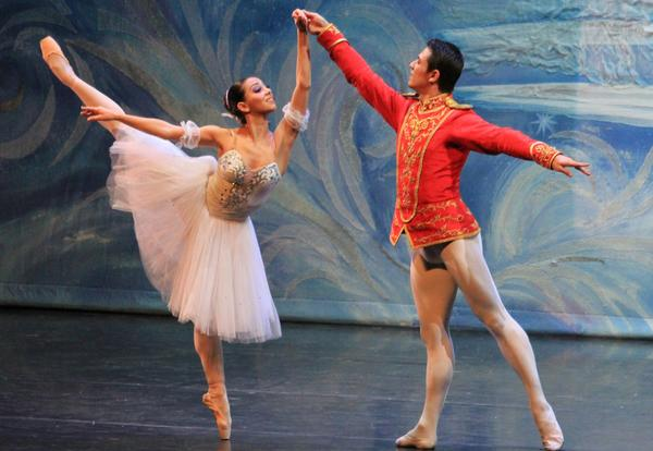 Karyna Shatkovska and Vladimir Tkachenko perform for Moscow Ballet.