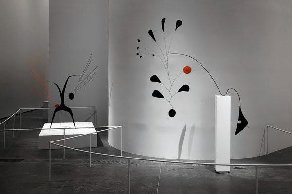 Frank Gehry's unobtrusive installation design helps set the stage for Calder's intricately curved works.