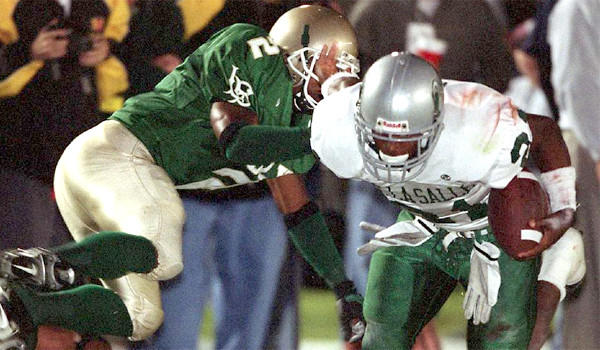 Concord De La Salle running back Maurice Jones-Drew gets past Long Beach Poly defenders during a game played in front of a crowd of 17,321 at Veterans Stadium in Long Beach in 2001.