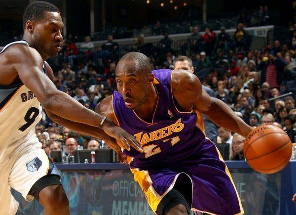 Kobe Bryant drives against Tony Allen en route to a 21-point performance in the Lakers' 96-92 win over the Memphis Grizzlies at FedExForum.
