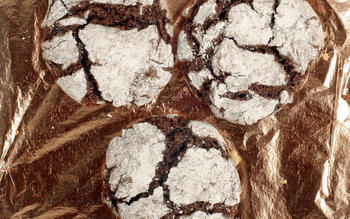 Chocolate peanut butter crinkles