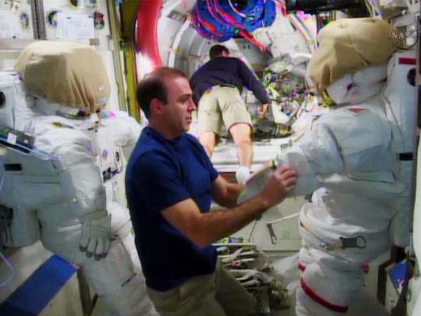 Astronauts prepare for spacewalk repair mission
