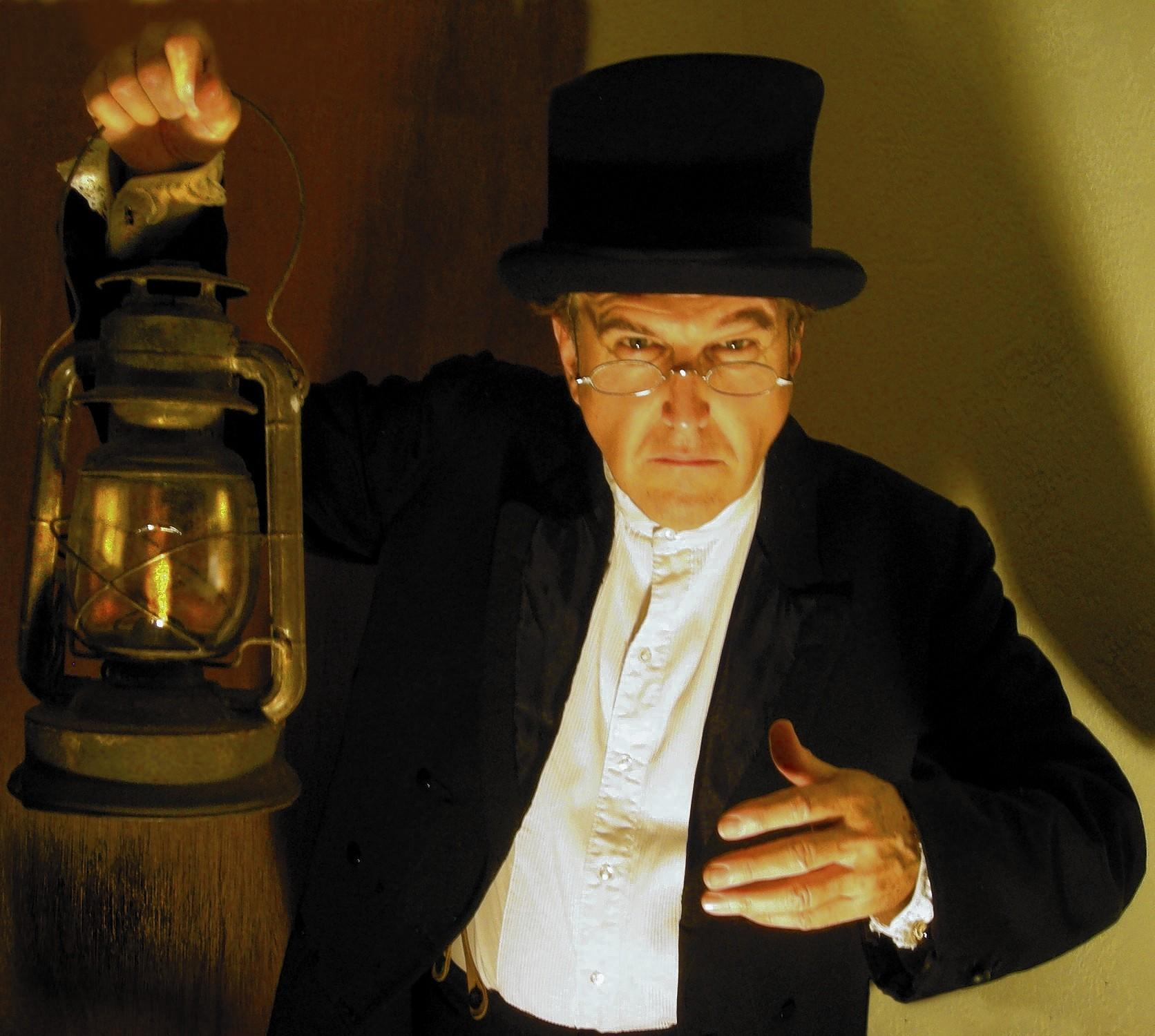 "David A. McElroy stars in a one-man version of ""A Christmas Carol."""