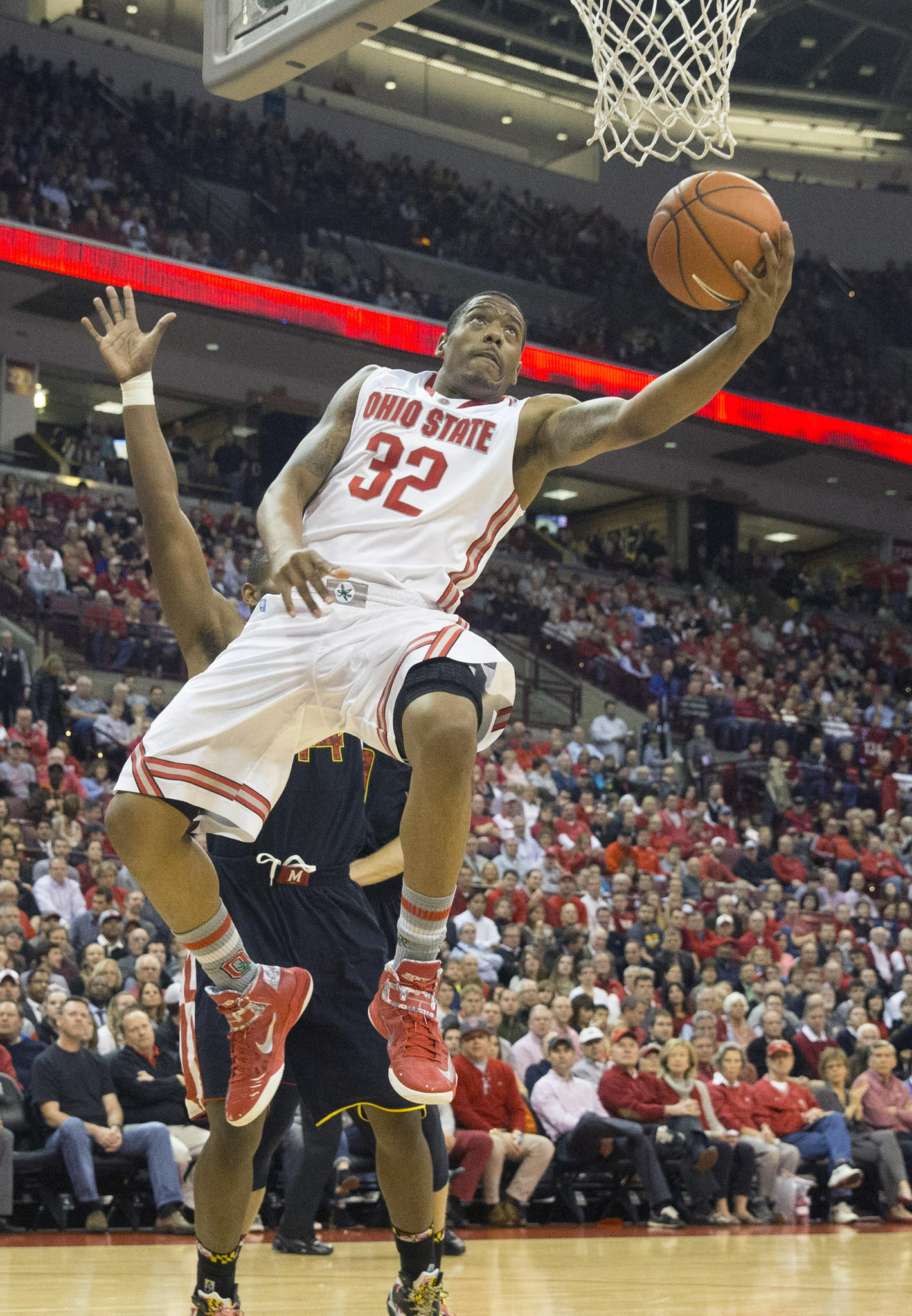 Ohio State's Lenzelle Smith Jr. scores against Maryland at the Schottenstein Center.